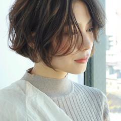 ミニボブ ショートヘア 切りっぱなしボブ 外ハネボブ ヘアスタイルや髪型の写真・画像