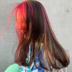 ピンク インナーカラー セミロング ハイライト ヘアスタイルや髪型の写真・画像