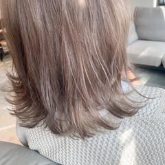 ナチュラル レイヤーカット ベージュカラー グレージュ ヘアスタイルや髪型の写真・画像