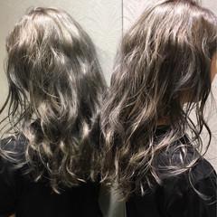 ウェーブ アンニュイ アッシュ ロング ヘアスタイルや髪型の写真・画像