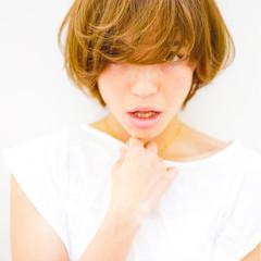 ショート 大人かわいい フェミニン アッシュ ヘアスタイルや髪型の写真・画像