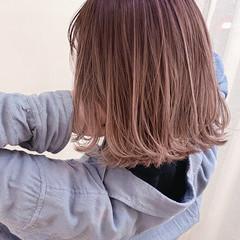 ナチュラル ハイトーン ピンクベージュ バレイヤージュ ヘアスタイルや髪型の写真・画像
