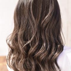 セミロング バレイヤージュ ハイライト 外国人風カラー ヘアスタイルや髪型の写真・画像
