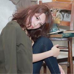 フェミニン ミディアム コンサバ ピンク ヘアスタイルや髪型の写真・画像