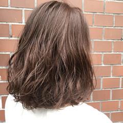 グレージュ ミディアム アッシュ ラベンダーアッシュ ヘアスタイルや髪型の写真・画像
