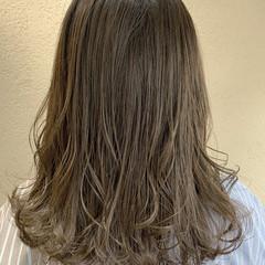 ミディアムレイヤー グレージュ ナチュラル アッシュグレージュ ヘアスタイルや髪型の写真・画像