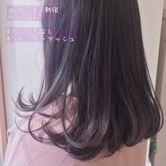 インナーカラー ラベンダーピンク セミロング ラベンダーアッシュ ヘアスタイルや髪型の写真・画像