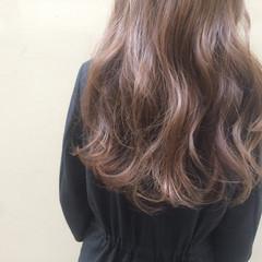 ロング イルミナカラー グレージュ 大人女子 ヘアスタイルや髪型の写真・画像