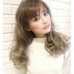 ガーリー アッシュ ロング ハイライト ヘアスタイルや髪型の写真・画像