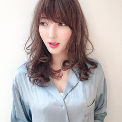 ミディアム パーマ デート ヘアアレンジ ヘアスタイルや髪型の写真・画像