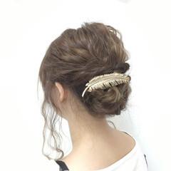 セミロング 編み込み 波ウェーブ 愛され ヘアスタイルや髪型の写真・画像