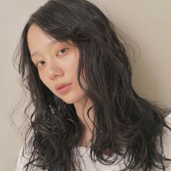 透け感ヘア 黒髪 ロング ロングヘア ヘアスタイルや髪型の写真・画像