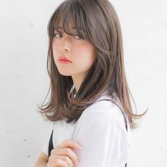 セミロング 前髪あり エフォートレス フェミニン ヘアスタイルや髪型の写真・画像