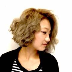 ショート ベース型 ハイトーン ボブ ヘアスタイルや髪型の写真・画像