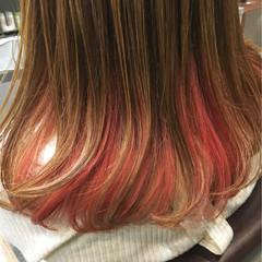 ピンク インナーカラー レッド セミロング ヘアスタイルや髪型の写真・画像
