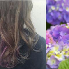 ミディアム グラデーションカラー ガーリー グレージュ ヘアスタイルや髪型の写真・画像