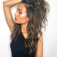 コントラストハイライト かき上げ前髪 ナチュラル レイヤーカット ヘアスタイルや髪型の写真・画像