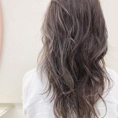 セミロング バレイヤージュ 透明感 ミルクティーベージュ ヘアスタイルや髪型の写真・画像