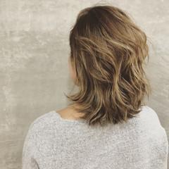ストリート ブリーチ 外国人風 巻き髪 ヘアスタイルや髪型の写真・画像