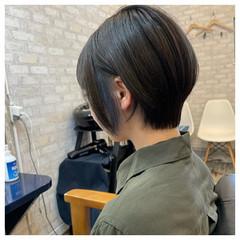 ショート ストリート インナーカラー イヤリングカラー ヘアスタイルや髪型の写真・画像