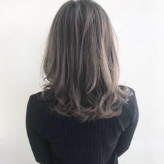 外国人風カラー グラデーションカラー ハイライト ナチュラル ヘアスタイルや髪型の写真・画像