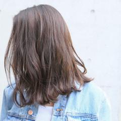 波ウェーブ ウェーブ アンニュイ グレージュ ヘアスタイルや髪型の写真・画像