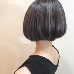グレージュ 3Dハイライト エレガント ショート ヘアスタイルや髪型の写真・画像