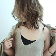 アッシュ ハイライト グラデーションカラー 外国人風 ヘアスタイルや髪型の写真・画像