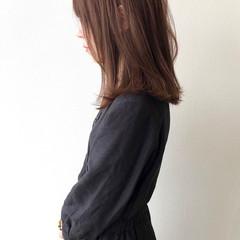 アッシュベージュ ナチュラル アッシュグレージュ 大人女子 ヘアスタイルや髪型の写真・画像