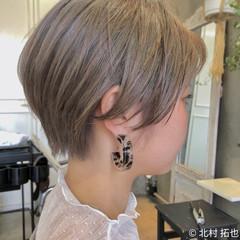 ミルクティーグレージュ ブリーチオンカラー ナチュラル ハイトーンカラー ヘアスタイルや髪型の写真・画像