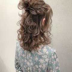 ハーフアップ ナチュラル 大人可愛い ミディアム ヘアスタイルや髪型の写真・画像