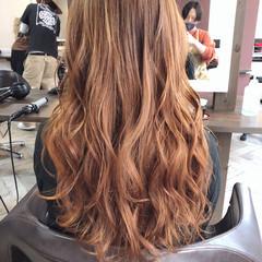 インナーカラーオレンジ オレンジカラー セミロング 艶髪 ヘアスタイルや髪型の写真・画像