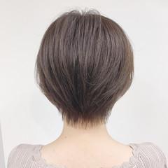 ナチュラル パーマ オフィス ショート ヘアスタイルや髪型の写真・画像