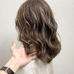 ハイライト セミロング ミルクティーベージュ エレガント ヘアスタイルや髪型の写真・画像