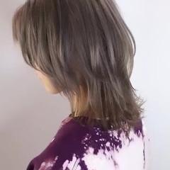 ミディアム ミルクティーベージュ イルミナカラー ウルフカット ヘアスタイルや髪型の写真・画像