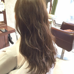 オリーブアッシュ 外国人風 ロング アッシュベージュ ヘアスタイルや髪型の写真・画像