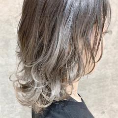 ナチュラル ホワイトグレージュ ハイトーン ボブ ヘアスタイルや髪型の写真・画像