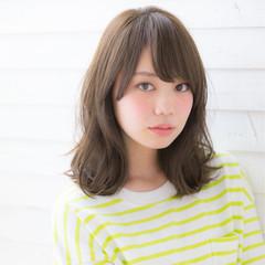 ミディアム ミルクティー 前髪あり 大人かわいい ヘアスタイルや髪型の写真・画像
