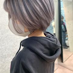 ホワイトブリーチ ミルクティーベージュ エアータッチ シルバーグレージュ ヘアスタイルや髪型の写真・画像