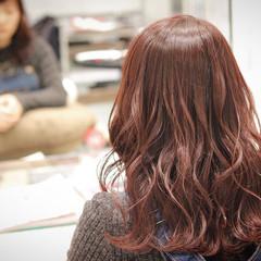 外国人風 波ウェーブ ガーリー ベリーピンク ヘアスタイルや髪型の写真・画像
