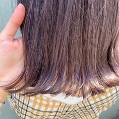 ミディアム ラベンダーアッシュ チェリーレッド ナチュラル ヘアスタイルや髪型の写真・画像
