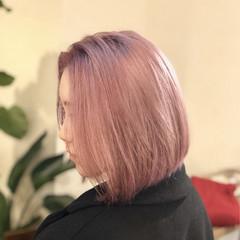 ダブルカラー ホワイト ピンク ストリート ヘアスタイルや髪型の写真・画像