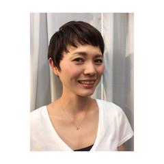 小顔 モード 黒髪 ベリーショート ヘアスタイルや髪型の写真・画像