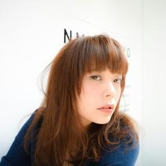 パーマ フェミニン セミロング ハイライト ヘアスタイルや髪型の写真・画像