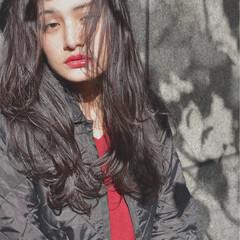 ウェットヘア ゆるふわ ロング ストリート ヘアスタイルや髪型の写真・画像