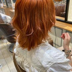 アプリコットオレンジ ハイトーン ウルフカット 外ハネ ヘアスタイルや髪型の写真・画像