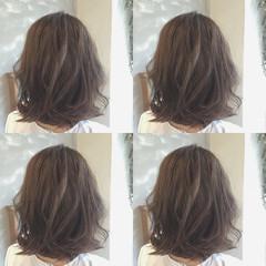 ナチュラル アッシュ ミディアム ハイライト ヘアスタイルや髪型の写真・画像