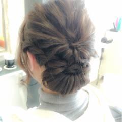 コンサバ くるりんぱ ねじり 波ウェーブ ヘアスタイルや髪型の写真・画像
