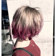 外ハネ ブリーチ ストリート ピンクアッシュ ヘアスタイルや髪型の写真・画像