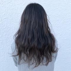 セミロング フェミニン ハイライト 波ウェーブ ヘアスタイルや髪型の写真・画像
